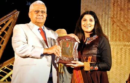 rj devaki receiving award